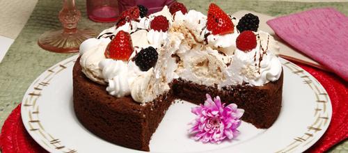 bolo-chocolate-suspiros