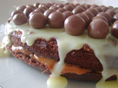 bolo-chocolate-doce-leite-chocolate-branco