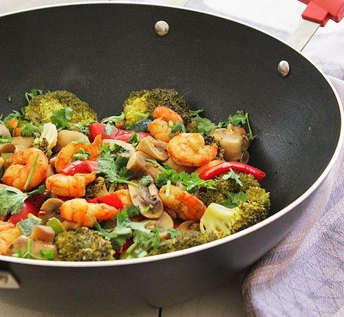 camaroes-salteados-legumes