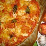 Pizza Quatro Queijos com Manjericão