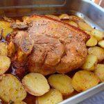 Pá de Porco Assada com Batatas às Rodelas