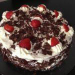 Bolo de Chocolate com Natas e Morangos