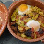Favas à Portuguesa com Ovos Escalfados