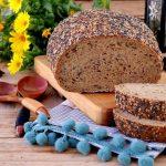 Pão de Queijo Skyr e Alfarroba com Sementes