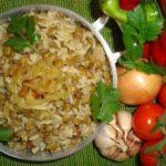 Mjadra (Arroz com Lentilhas e Cebola Caramelizada)