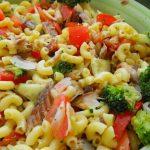 Salada de Cotovelinhos com Cavalas