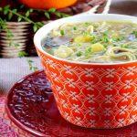 Sopa Thai de Batata Doce, Frango e Cogumelos