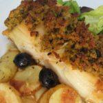 Bacalhau com Broa e Batatas Assadas no Forno